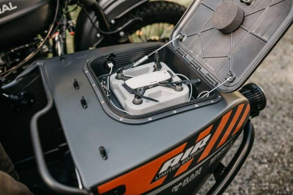 Moto com sidecar e um drone combinam? Russos dizem que sim