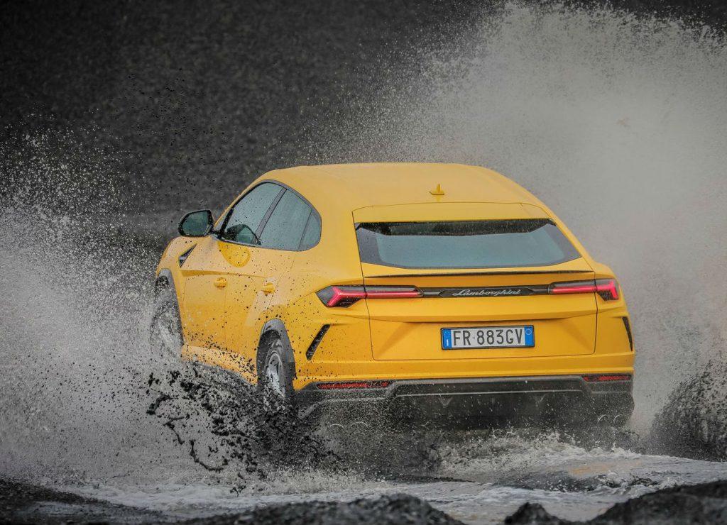 Lamborghini Urus mostra as suas capacidades na areia da Nazaré