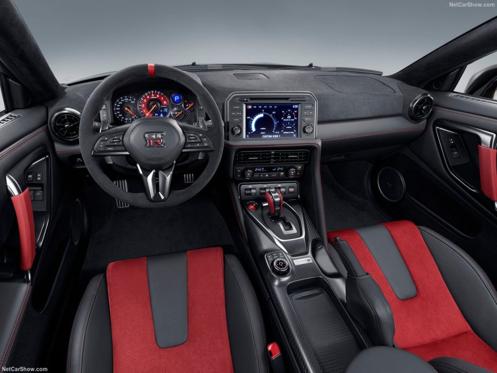 Nissan GT-R modificado quase atinge os 400 km/h