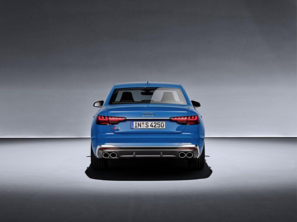 Audi atualiza A4 e introduz tecnologia mild hybrid na gama