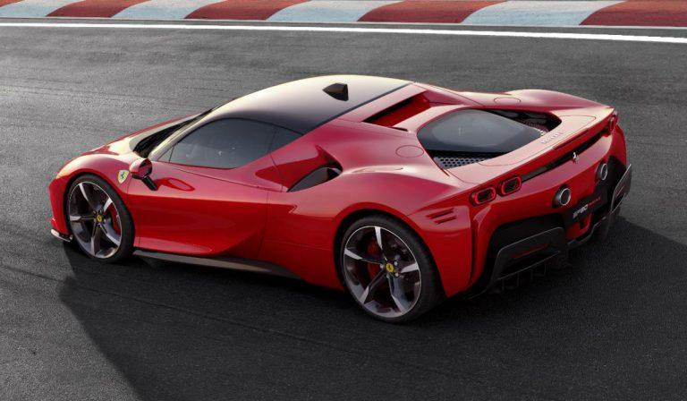 Ferrari SF90 Stradale, o primeiro híbrido plug-in da marca