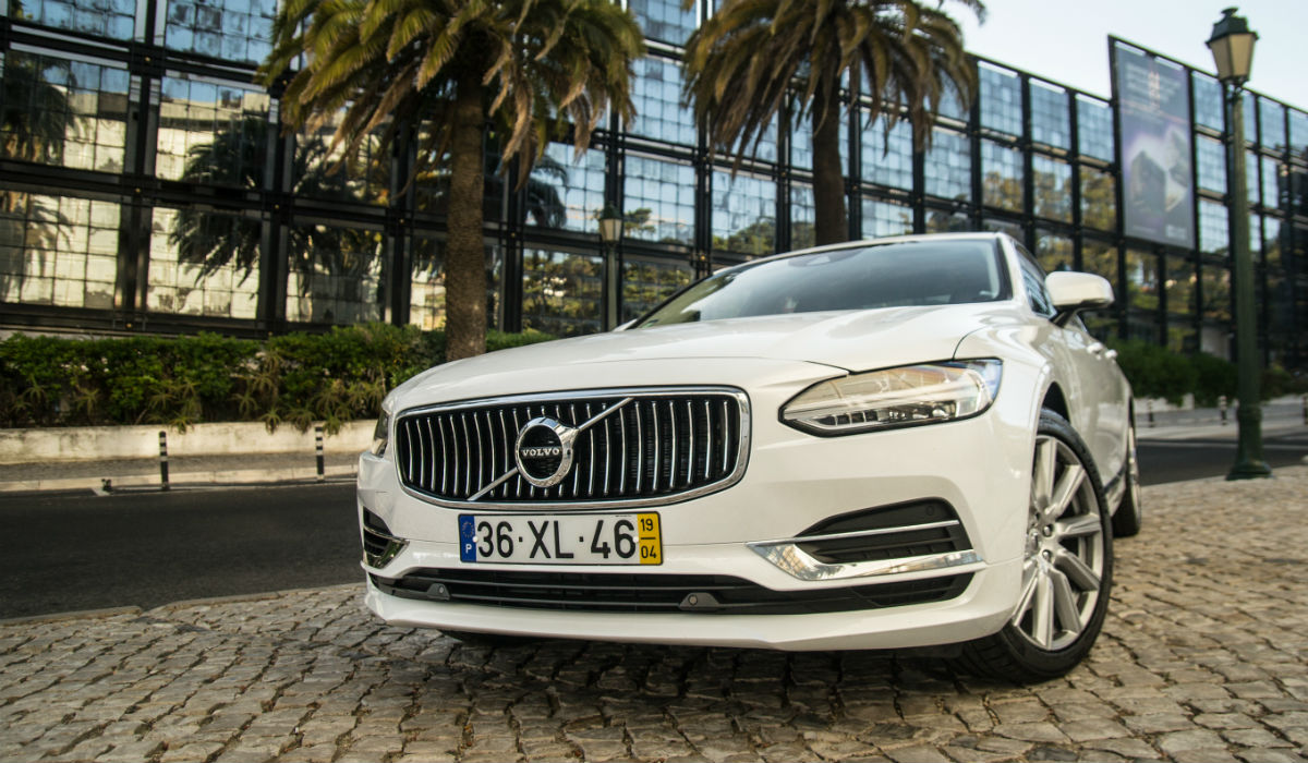 Volvo S90 T8 PHEV, a performance que sabe ser eficiente