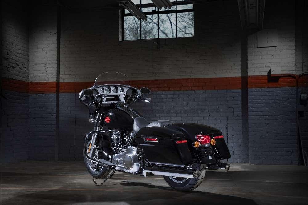 Electra Glide Standard, a experiência touring ao comando de uma Harley-Davidson
