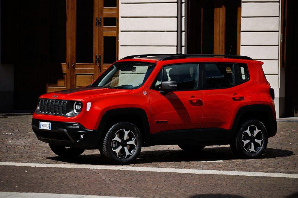 Alfa Romeo e Jeep desfilam no festival de Goodwood