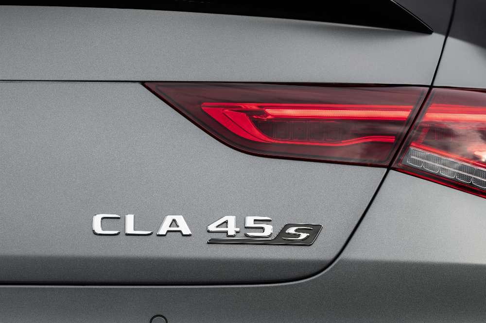 Mercedes lança novas versões A 45 e CLA 45 AMG com 387 ou 420 cv