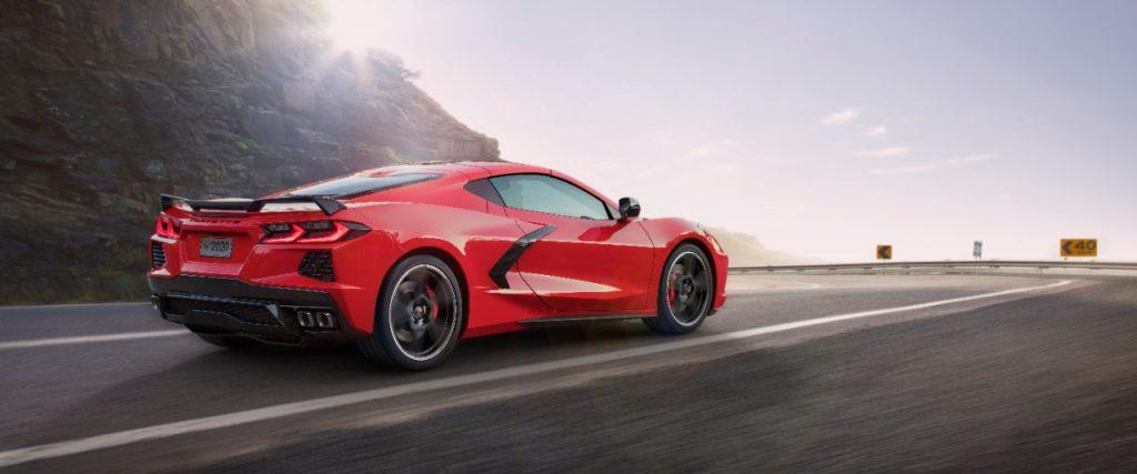 Chevrolet Corvette estreia motor central e transmissão automática