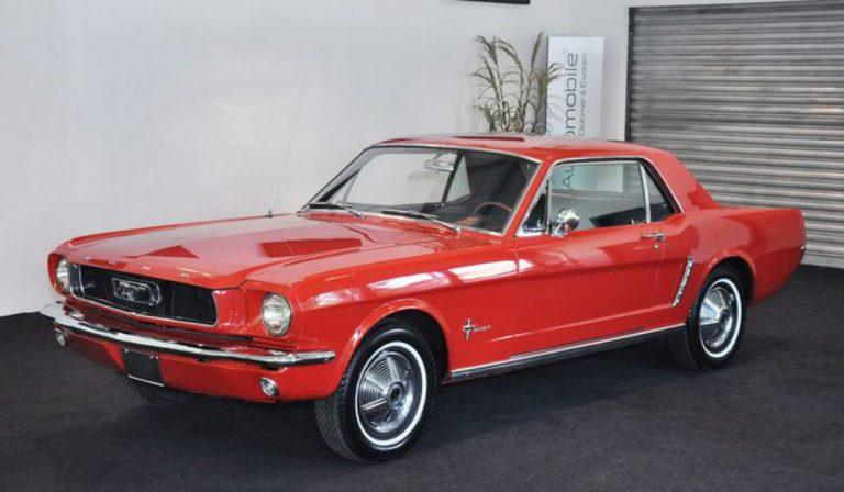 Ford Mustang de Sylvester Stallone vendido em leilão
