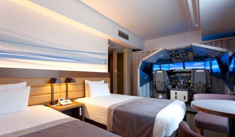 Sempre quis visitar um cockpit de um avião? Agora pode dormir num