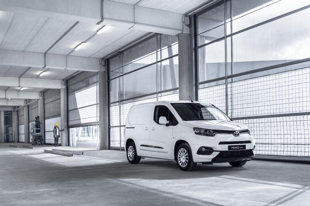 Toyota Proace City aponta ao segmento dos comerciais ligeiros