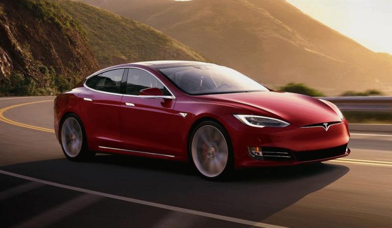 Tesla explica por que motivo o Model S pega fogo sozinho