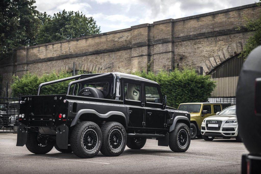 Land Rover Defender Flying Huntsman 6x6 E Um Monstro Do Asfalto