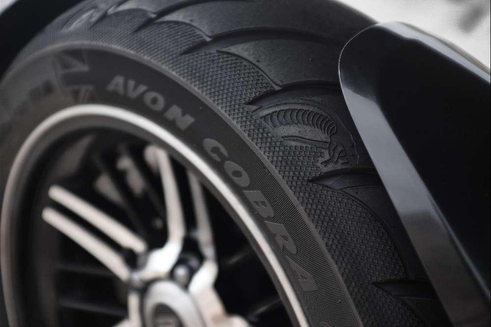 Triumph Rocket 3 apresentada nas versões R e GT