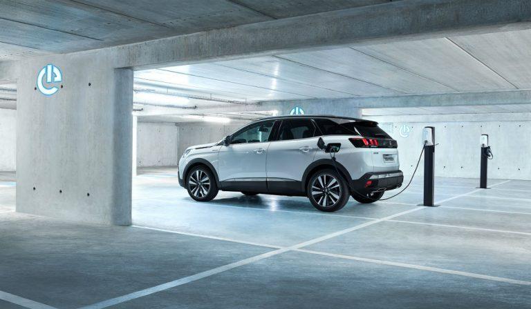 Peugeot prepara lançamento do novo 3008 GT Hybrid4