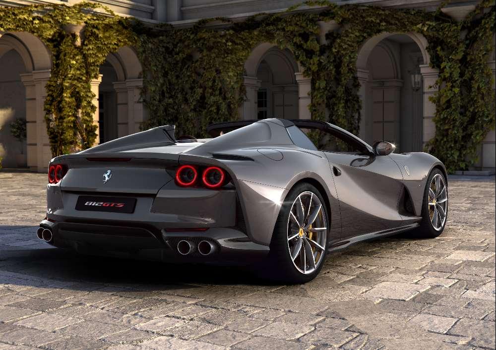Ferrari apresenta dois novos modelos descapotáveis