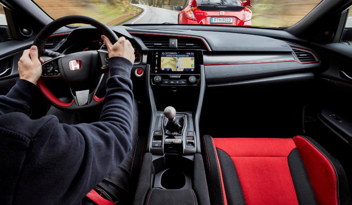 10 carros que continuam a apostar em caixa manual