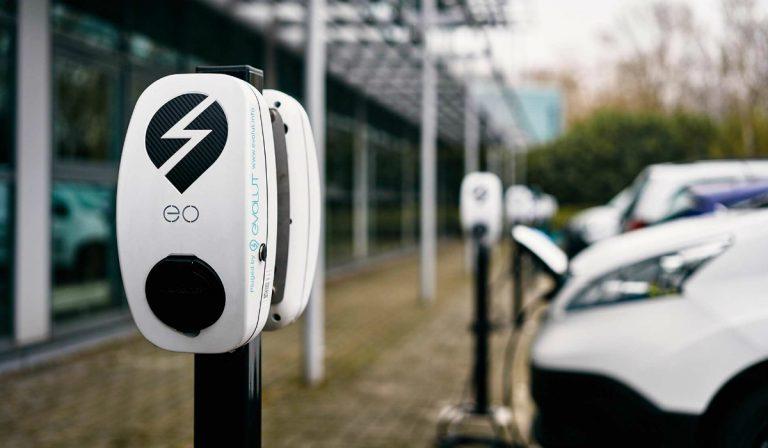 Evolut.info anuncia nova parceria na instalação de carregadores elétricos