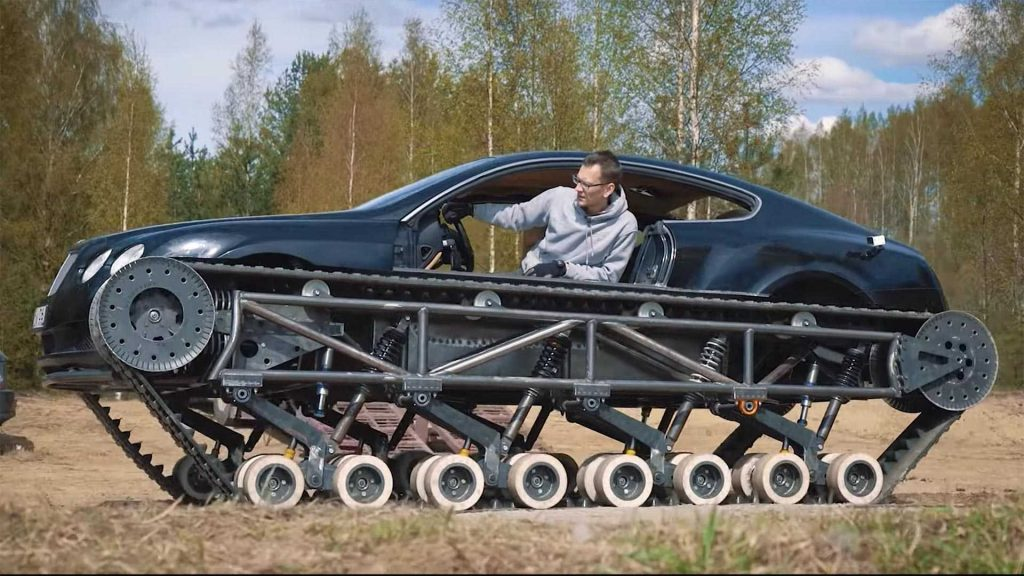 Russos tornam um Bentley Continental GT num tanque