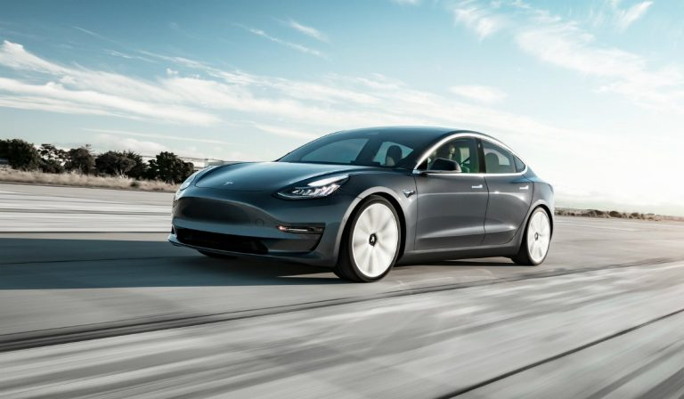 Tesla cria pilha que permite percorrer mais de 1,5 milhões de quilómetros