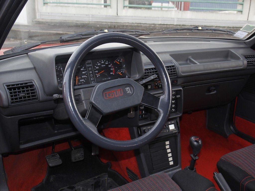 Peugeot 205 GTI, um dos melhores desportivos compactos de todos os tempos