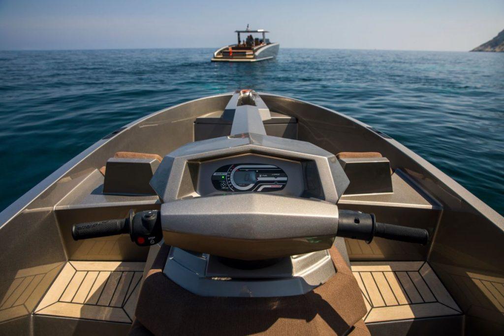 O sonho de qualquer marinheiro: uma mota de água que é também um iate