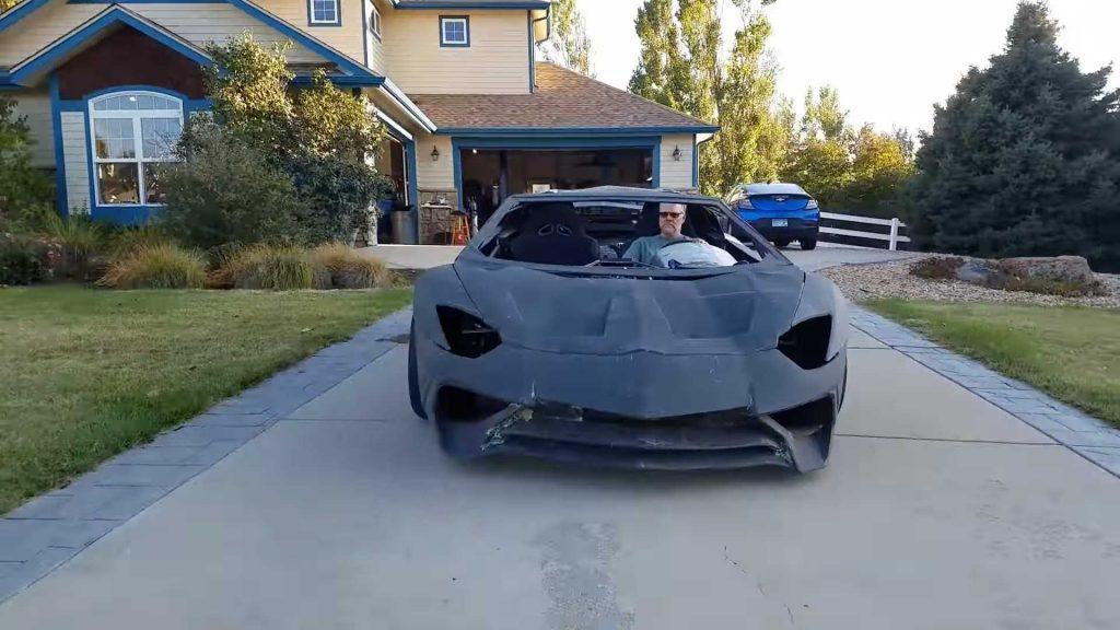 Pai cria réplica de Lamborghini Aventador para satisfazer sonho do filho