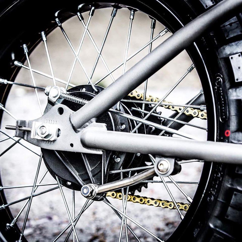 Esta BMX ganha um motor e acelera a mais de 100 km/h