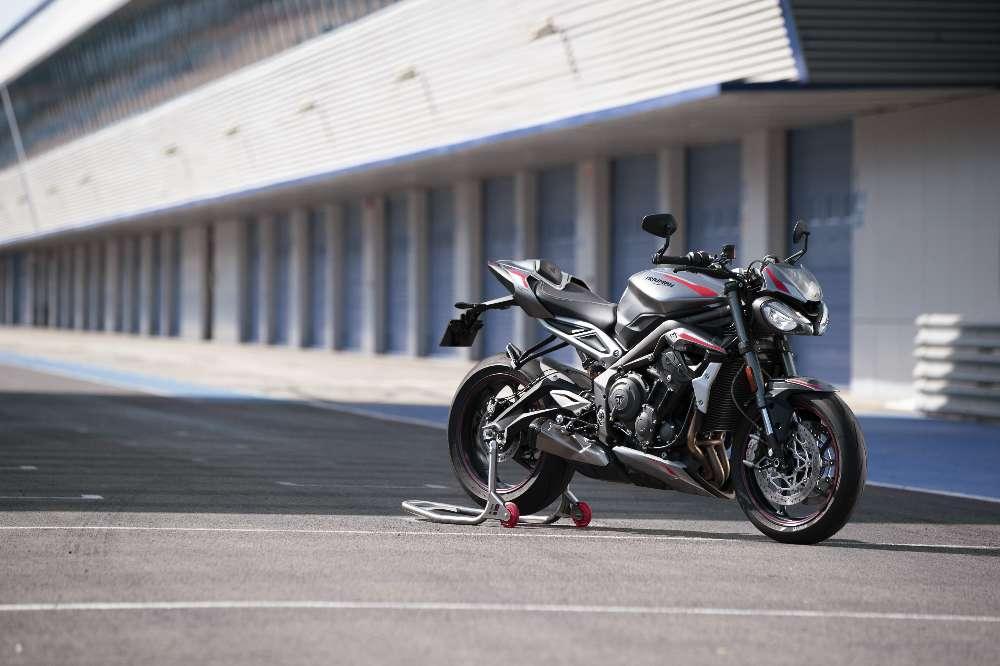 Nova Triumph Street Triple RS está mais tecnológica e agressiva