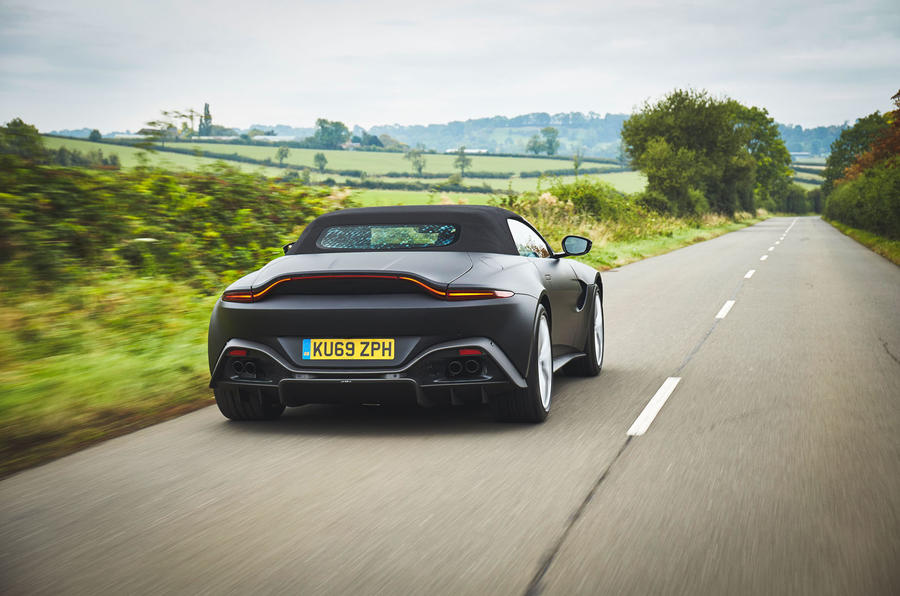 Aston Martin revela primeiras imagens do Vantage Roadster