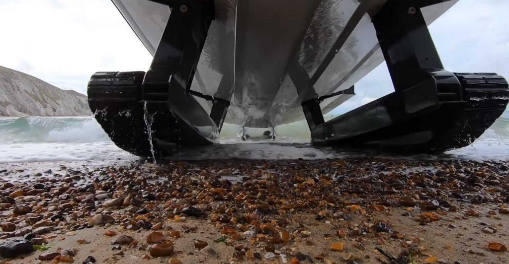 Iguana X100, o barco que também anda fora de água
