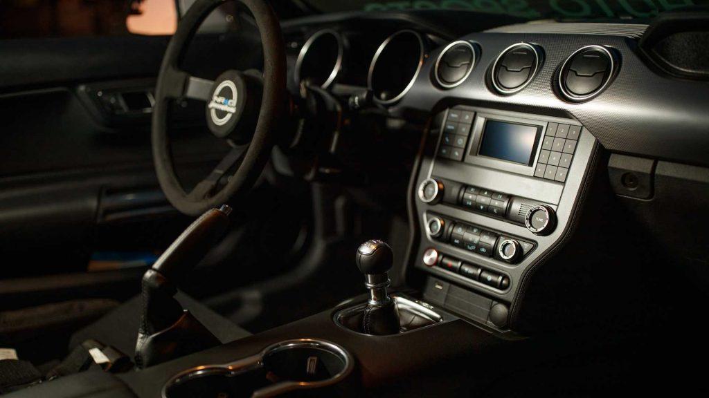 Este Ford Mustang GT junta a estética do passado com a potência do presente