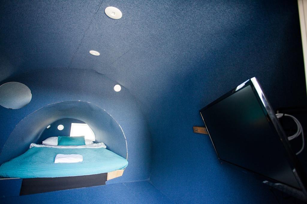 Jumbo Stay, o hostel no aeroporto de Estocolmo que permite aos hóspedes dormirem num avião