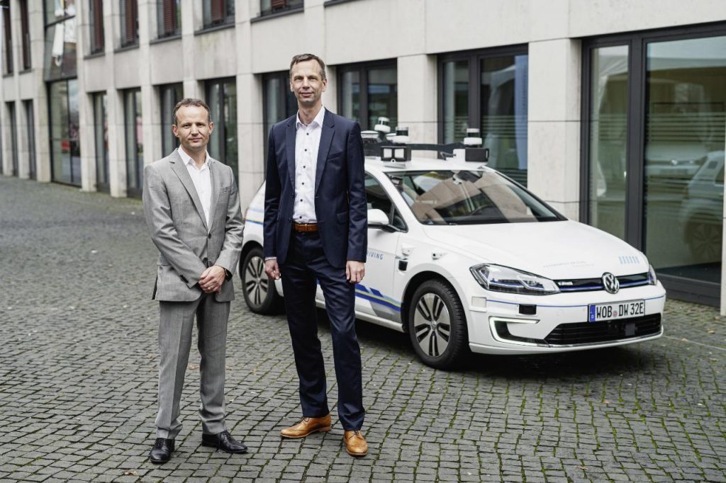 Este Volkswagen Golf circula autonomamente em Hamburgo