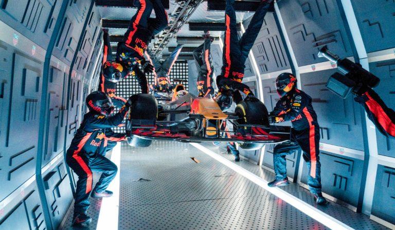 Red Bull Racing realiza primeiro pit stop da história em gravidade zero