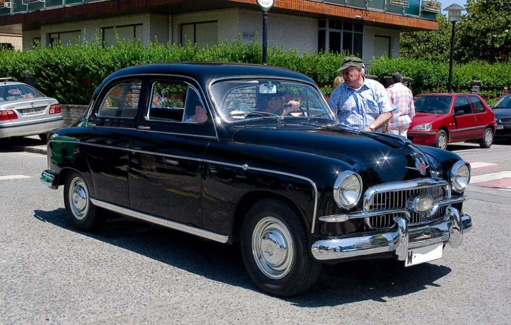 Seat 1400, o primeiro automóvel da marca celebra 66 anos