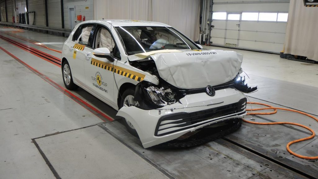 Volkswagen Golf consegue 5 estrelas Euro NCAP mas revelou problema
