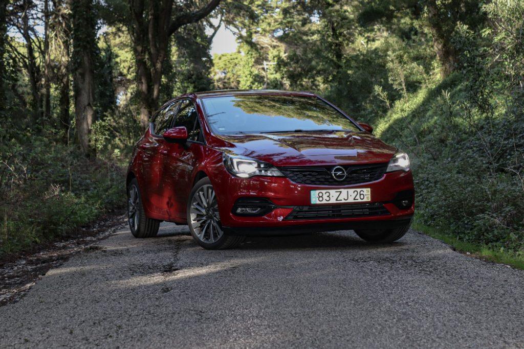 Renovado Opel Astra recebe os motores mais eficientes de sempre
