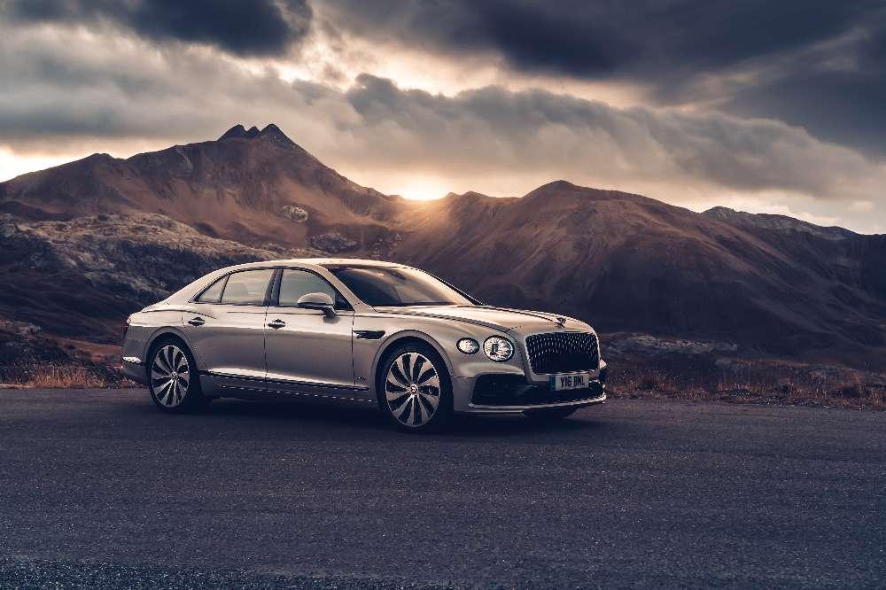 Bentley Flying Spur chega a Portugal com preço superior a 280 mil euros