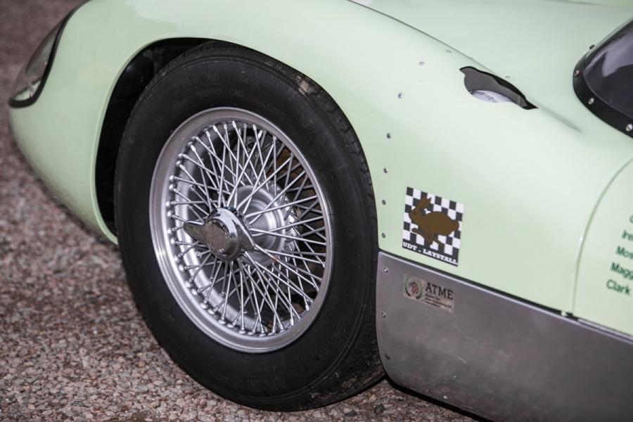 Lotus 19 conduzido por grandes nomes do desporto motorizado vai a leilão