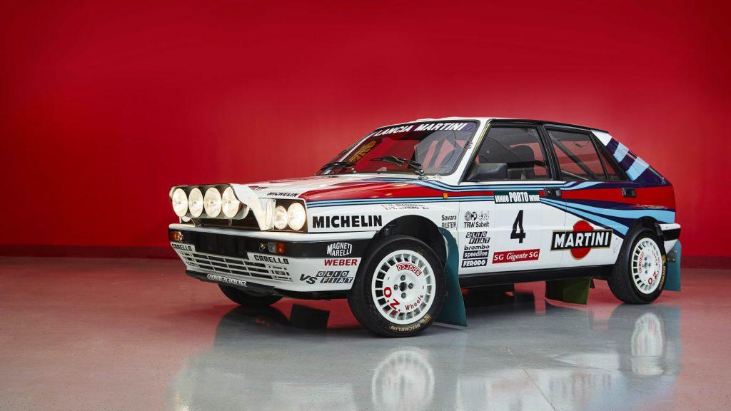 Descubra a coleção incrível de míticos carros da Lancia com as cores da Martini