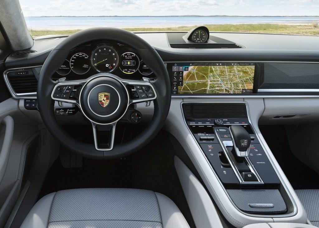 Patrão da Bugatti conduz diariamente bomba de marca rival