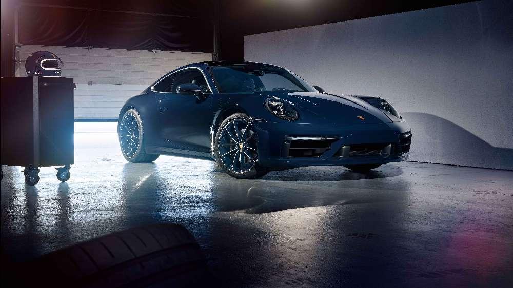 Novo Porsche 911 recebe edição especial dedicada a piloto lendário