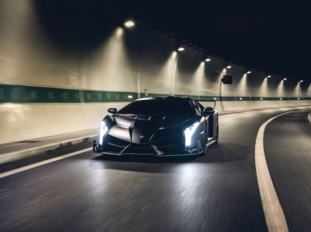Este Lamborghini Veneno Roadster é super exclusivo e vai a leilão