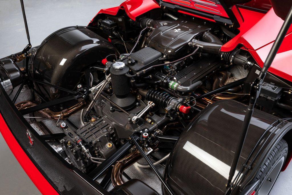 Ferrari F50 exclusivo e em estado irrepreensível encontra-se à venda