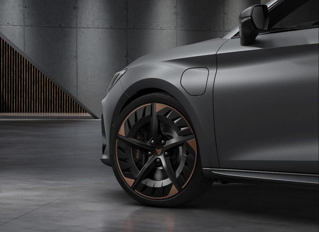 Cupra Leon, o primeiro como marca independente chega com motor híbrido