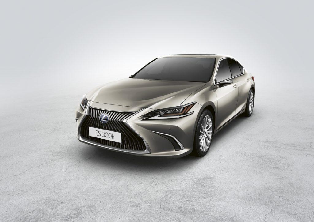 Lexus lança na Europa a tecnologia de espelhos retrovisores digitais