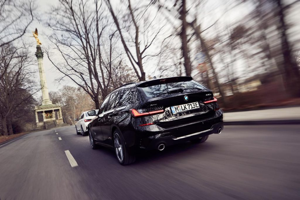 BMW 330e Touring, a tecnologia híbrida plug-in chega à carrinha
