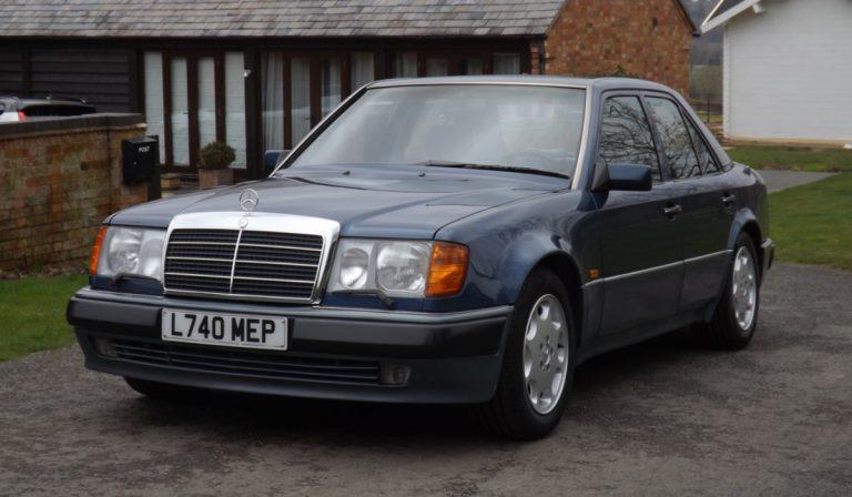 Mercedes-Benz 500E de Rowan Atkinson vai a leilão