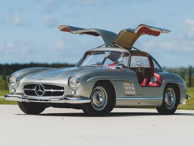 Milionário obrigado a desfazer-se de coleção de 240 carros clássicos raros