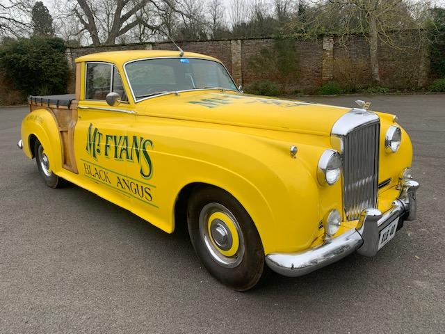 Vai a leilão aquela que é, muito provavelmente, a única pick-up da Bentley