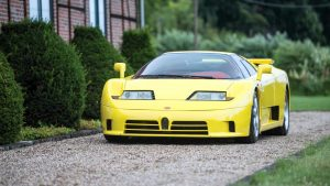 Este Bugatti EB110 SS é o único em amarelo com interior em vermelho